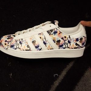 adidas Shoes - Brand new floral Adidas Superstar